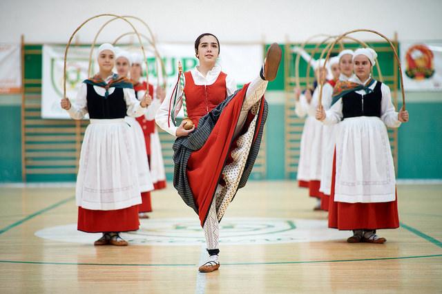 Oberena Gaztea Gipuzkoako dantzak plazaratzen