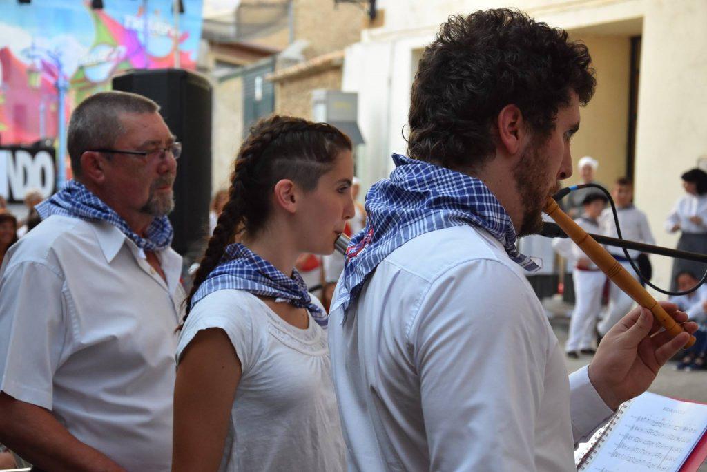 Oberenako musikariak, Larragako bestetan jotzen