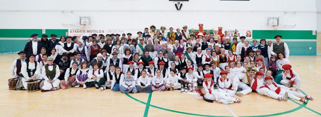 Oberena dantza taldeko kideak, 2017ko abenduaren 3an
