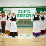 Oberena Gaztea auzoan dantzan