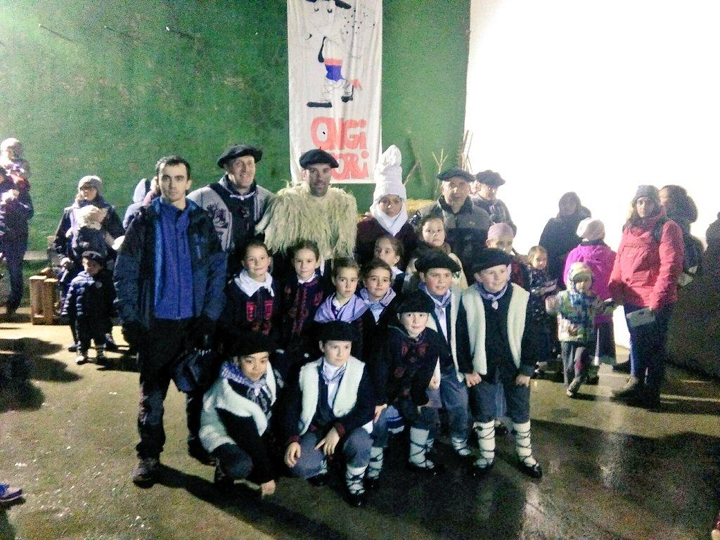 Oberena dantza taldea Aritzun, Olentzero eta Mari Domingirekin batera
